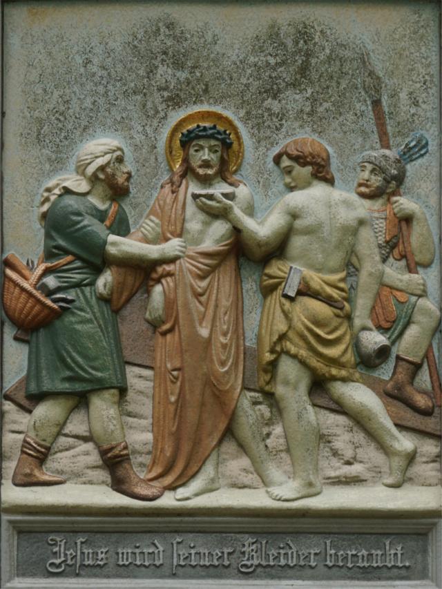 Jesus wird seine Kleider beraubt.