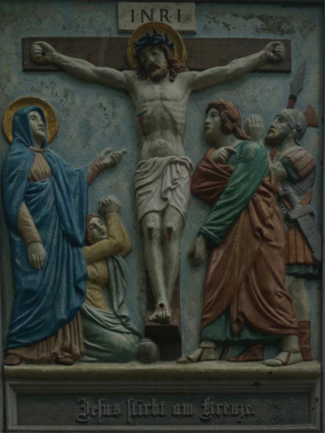 Jesus stirbt am Kreuze.