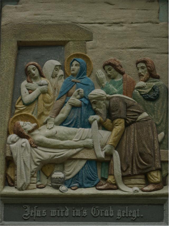 Jesus wird in das Grab gelegt.
